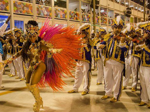 Apresentação com a bateria da Beija-Flor no desfile de carnaval (2016)